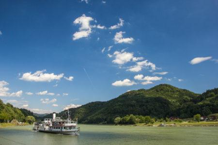 Schonbrunn navegando na altura de Grein, Austria